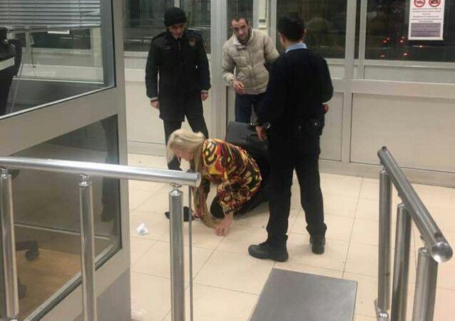 Hopa'da bir bavulun içerisinde ülkeye girmeye çalışan kadın