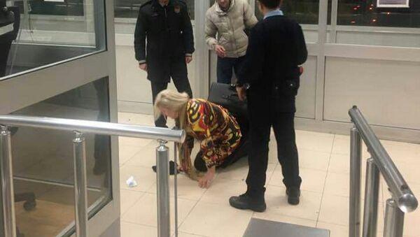 Hopa'da bir bavulun içerisinde ülkeye girmeye çalışan kadın - Sputnik Türkiye
