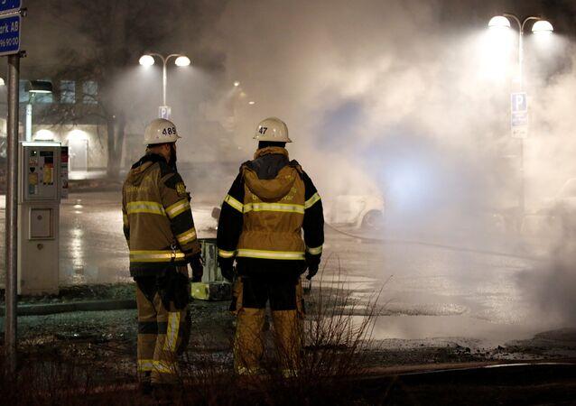 Stockholm'de ayaklanma: Göstericiler araçları ateşe verdi