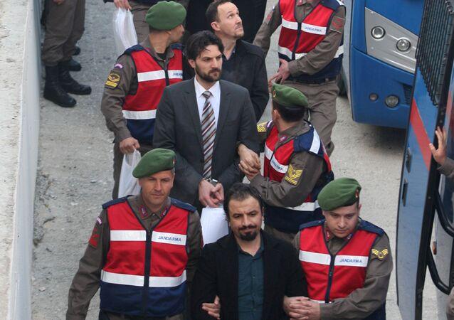 15 Temmuz gecesi Cumhurbaşkanı Recep Tayyip Erdoğan'a suikast girişiminde bulunan askerler, Muğla'daki duruşma salonuna getirilirken