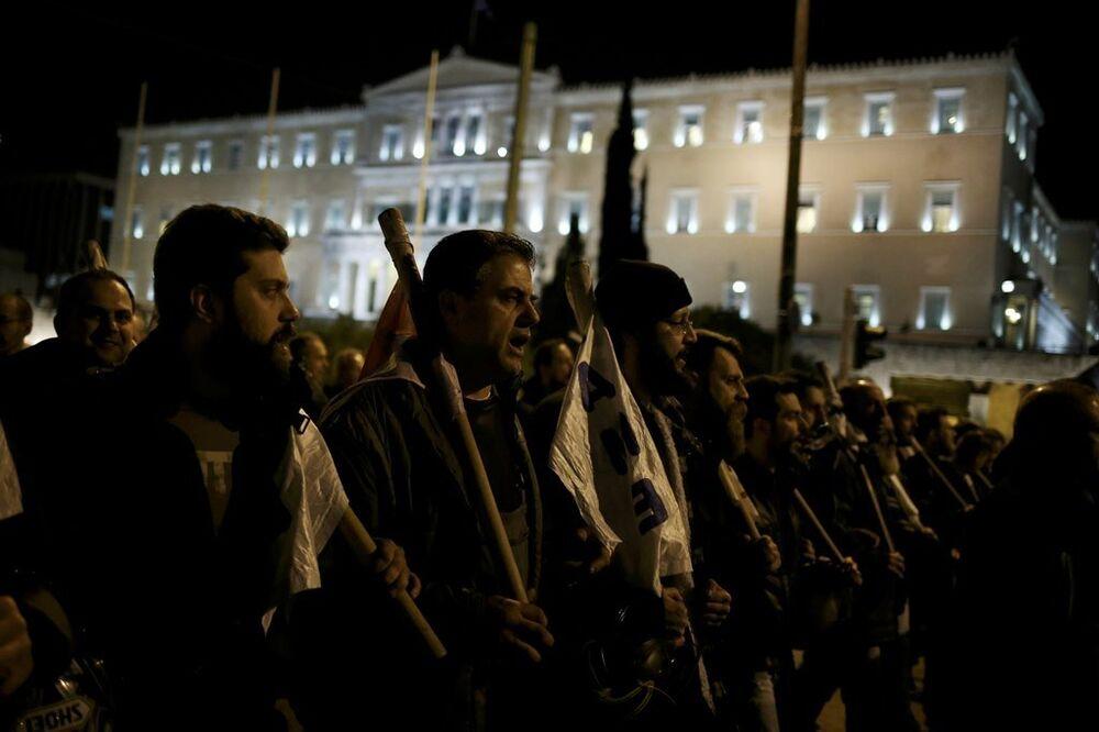 Yunanistan'da 'kemer sıkma' karşıtı gösteri