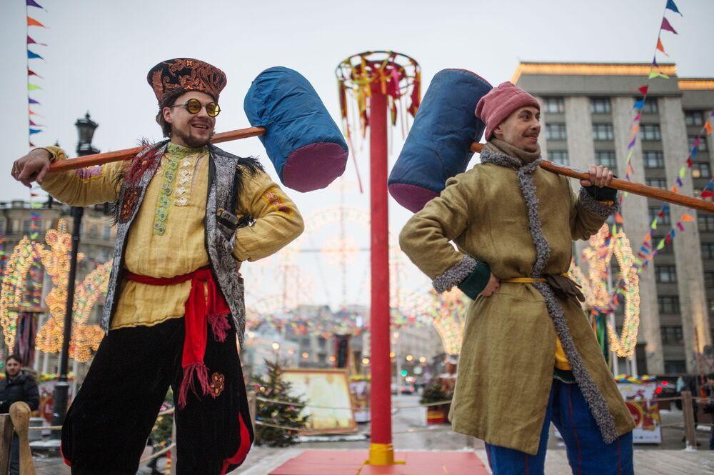 Maslenitsa nedeniyle düzenlenen 'Moskova Maslenitsası' festivali 17 Şubat'ta başladı.