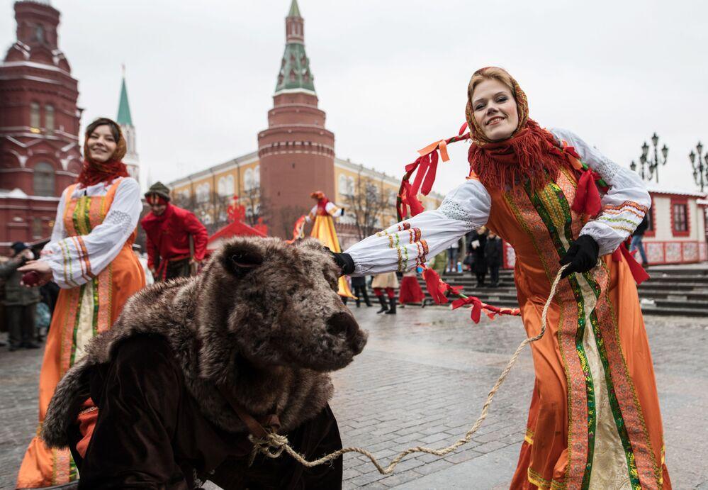 Maslenitsa, ilkbaharın başladığı zaman kutlanan eski bir pagan bayramı. Bu yıl bayram, 20-26 Şubat tarihlerinde kutlanıyor.