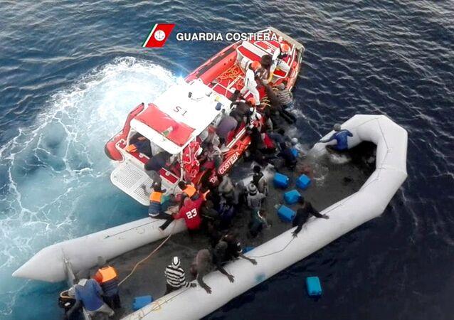 İtalyan Sahil Güvenlik ekipleri
