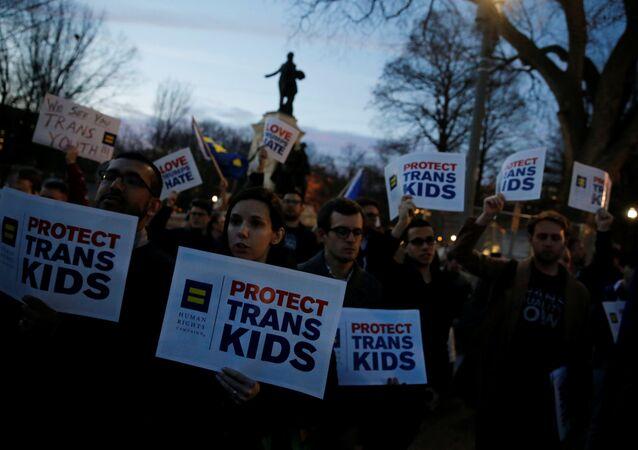 Beyaz Saray önünde #ProtectTransKids (Trans Gençleri Koruyun) protestosu