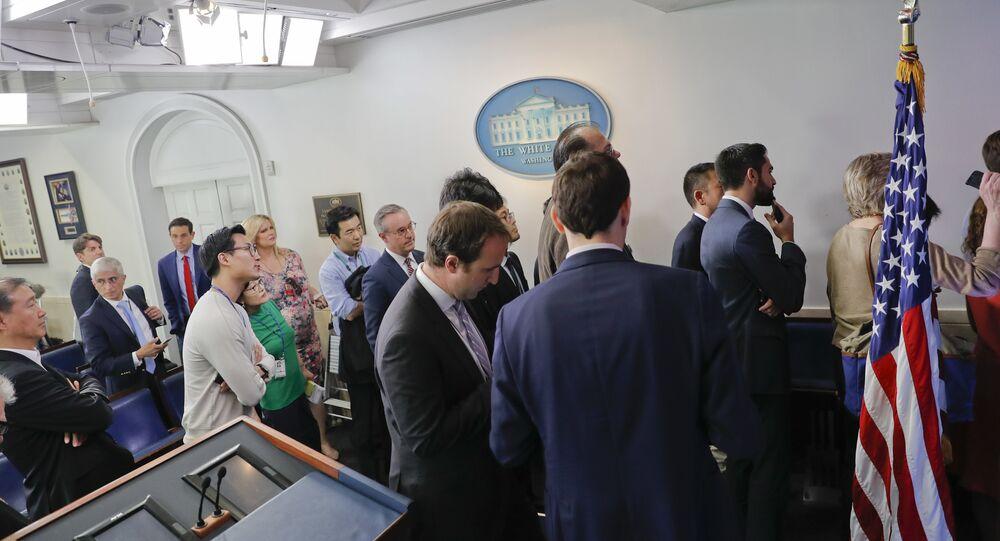 Beyaz Saray'da basın toplantısı krizi