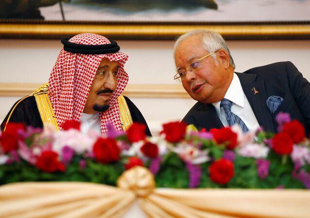 Suudi Arabistan Kralı Selman Abdülaziz el Suud ve Malezya Başbakanı Necib Rezak