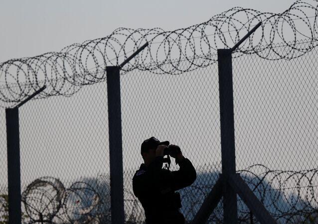 Macaristan - Sırbistan sınırındaki tel örgüler