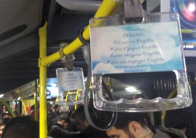 İETT otobüslerindeki ayetli ve hadisli tutamaklar.