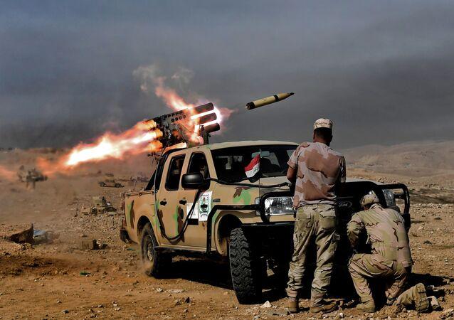 Musul'da IŞİD karşıtı operasyonda atılan bir füze.