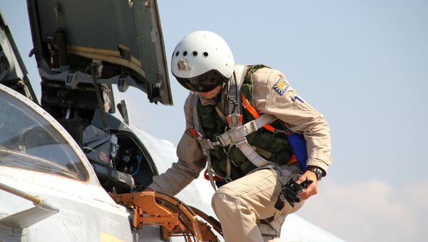 Su-24 jeti Suriye'deki Rus üssünde - Sputnik Türkiye