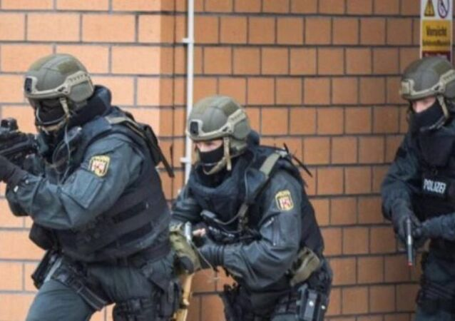 Düsseldorf'da El Nusra şüphelisinin evine baskın