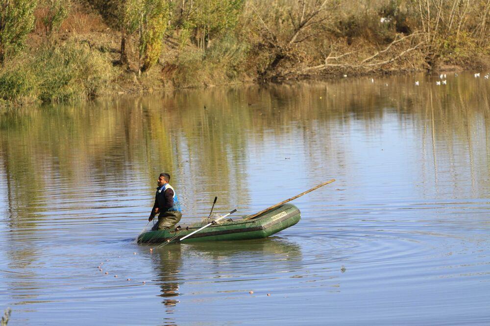 Balıkçıların en çok şikayet ettiği konular ise nehirdeki su debisinin düşmesi ve yaşanan kirlilik ile balık türlerinin azalması.