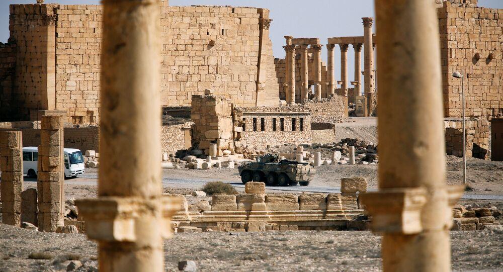 Rus askeri araçları, IŞİD'den kurtarılan Palmira'da
