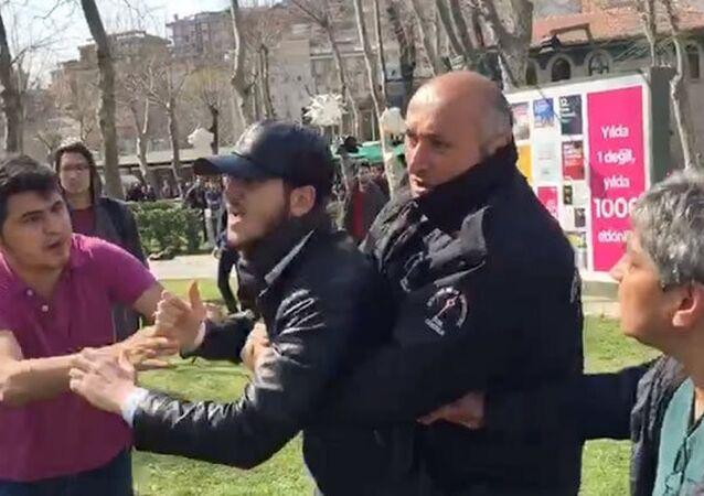 Bilgi Üniversitesi'nde 8 Mart standı açan kadınlara saldırı