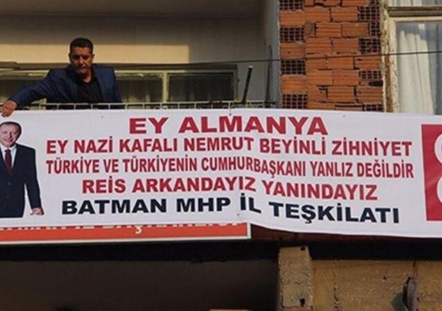 MHP'den Erdoğan için 'Reis Arkandayız' pankartı