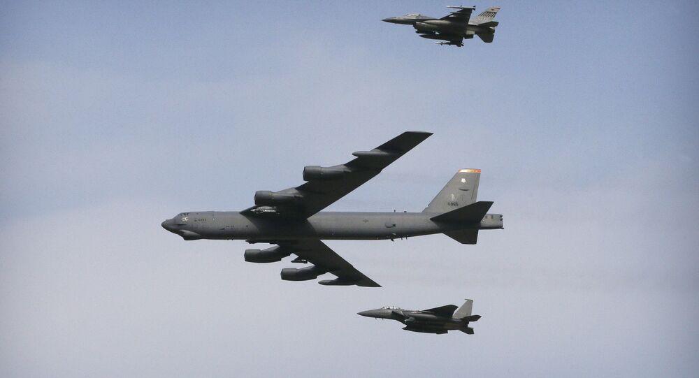 B-52 bombardıman uçakları