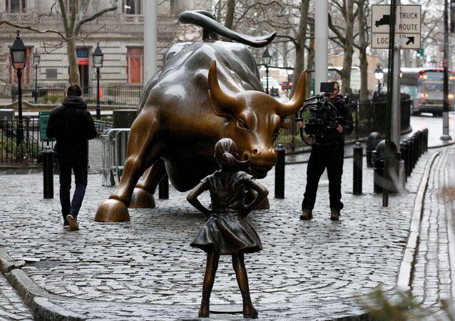 'Korkusuz Kız' heykeli