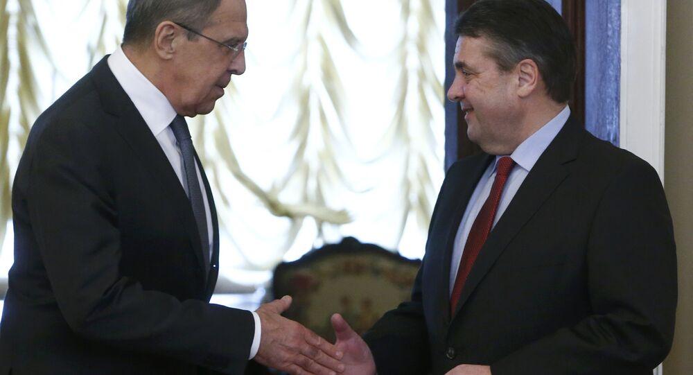 Rusya Dışişleri Bakanı Sergey Lavrov ve Alman mevkidaşı Sigmar Gabriel