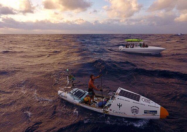Kürekli tekneyle Atlas Okyanusu'nu geçti