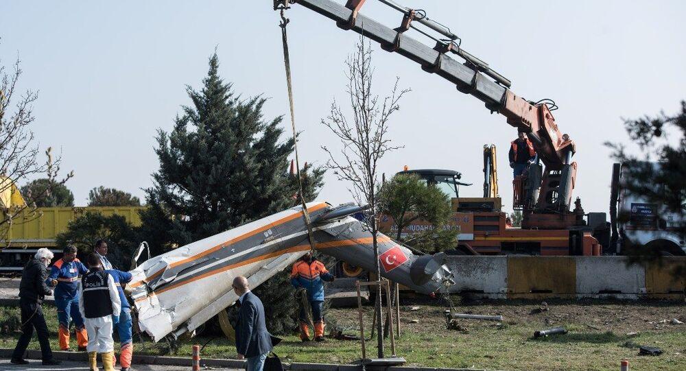 Büyükçekmece'de kaza yapan helikopter