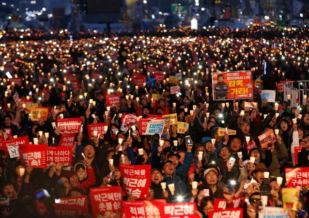 Güney Koreliler Park Geun-hye'ın azledilmesini kutladı