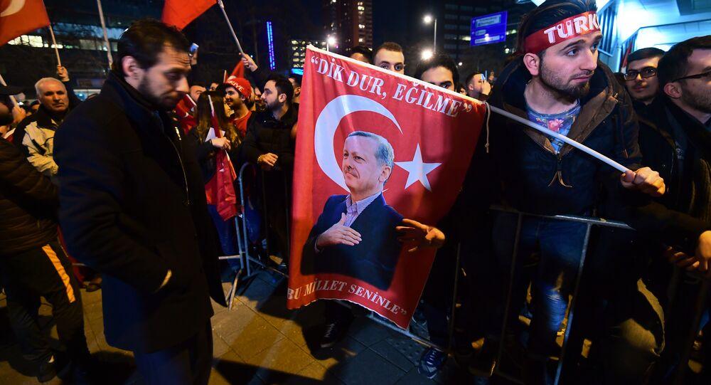 Hollanda'nın Ankara Büyükelçiliği önünde protesto
