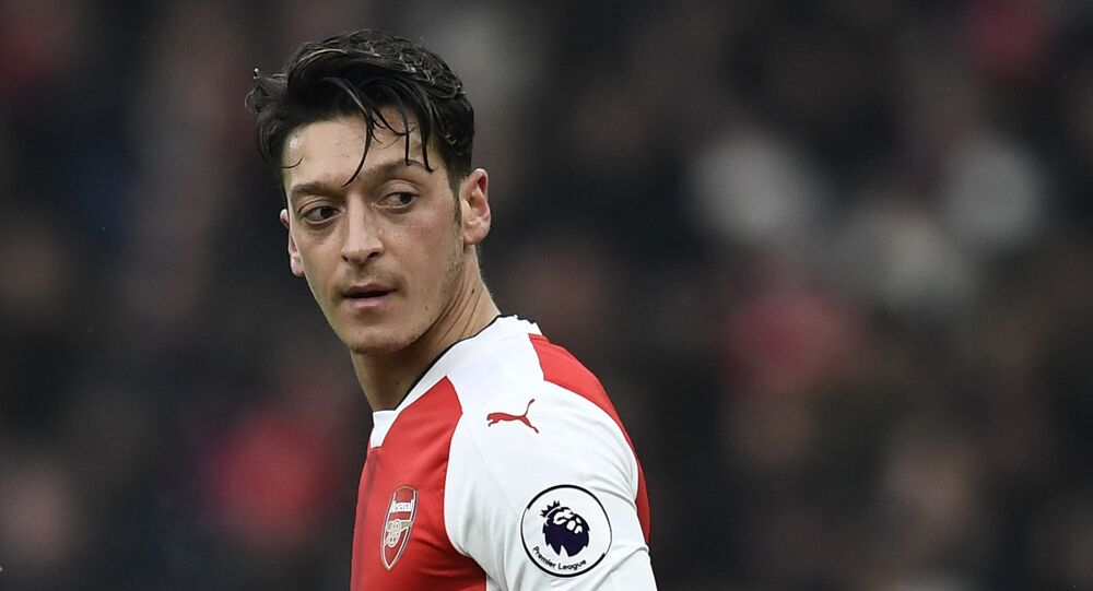 Türk kökenli yıldız futbolcu Mesut Özil