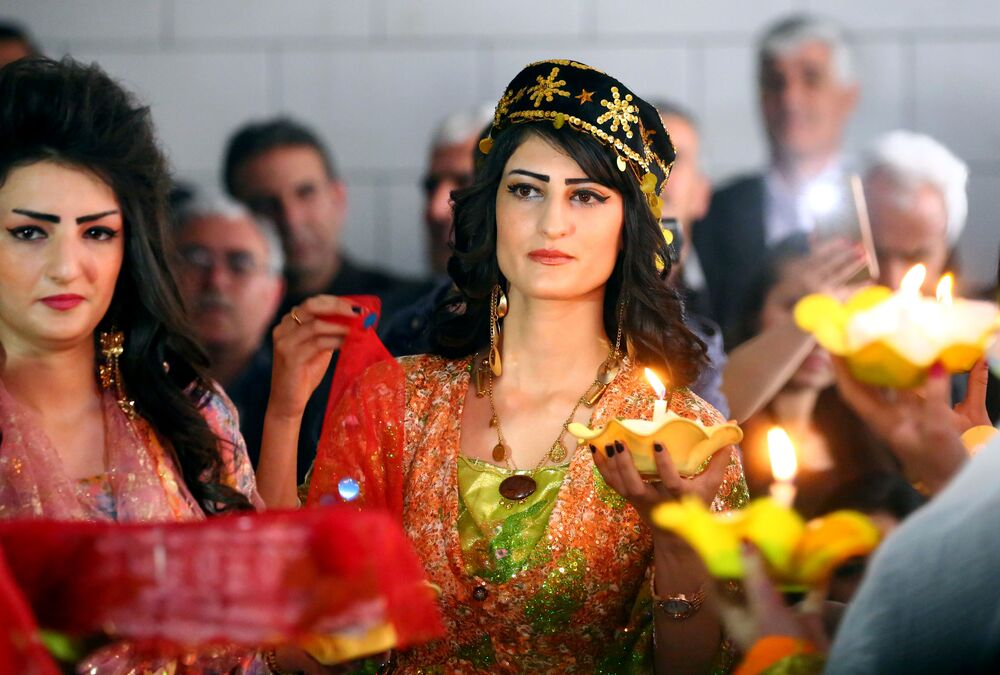 Suriye'de Kürt kıyafeti defilesi