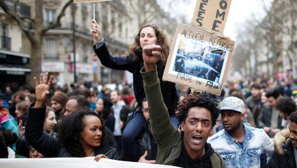 Paris'te polis şiddeti protesto edildi - Sputnik Türkiye