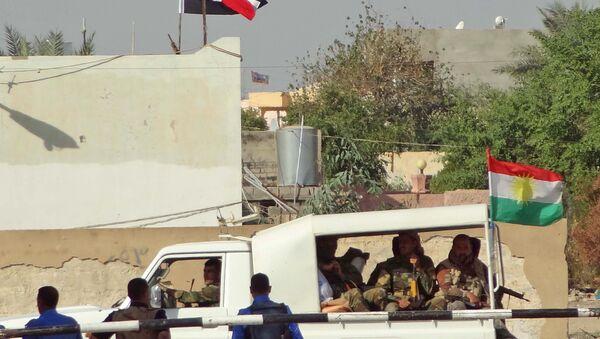 Kerkük'te Irak merkezi hükümetine bağlı polisler ve Peşmerge güçleri - Sputnik Türkiye