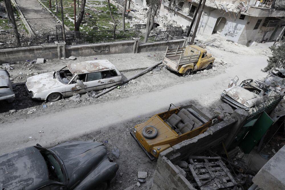 Harabeye dönen Halep'te klasik otomobil koleksiyonu