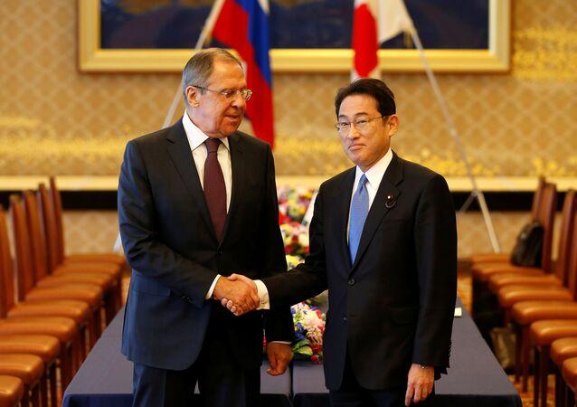 Rusya Dışişleri Bakanı Sergey Lavrov, Japonya Dışişleri Bakanı Fumio Kişida ile birlikte