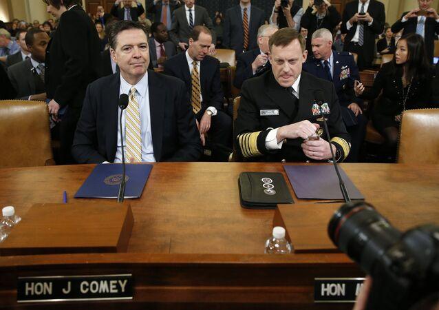 NSA Direktörü Michael Rogers ve FBI Başkanı James Comey