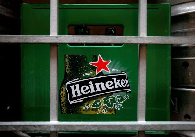 Heineken'in kızıl yıldızı Macaristan'da yasaklanıyor