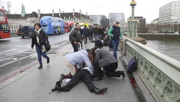 Londra'nın Westminster köprüsünde çok sayıda yaralı bulunuyor - Sputnik Türkiye