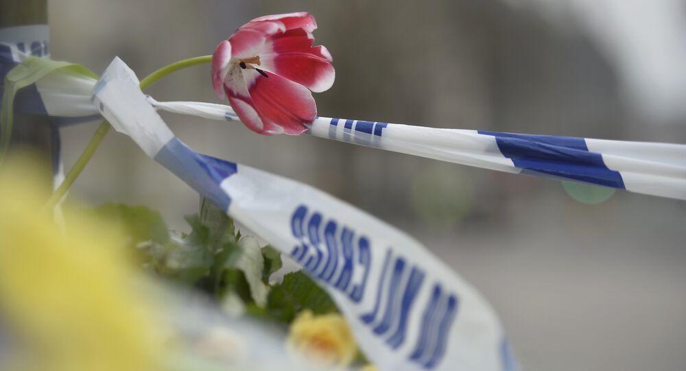 Londra saldırısının ardından olay yerine çiçek bırakıldı