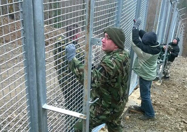 Bulgar aktivistler, Türkiye sınırını çitlerle kapatıyor