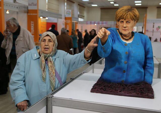 Merkel'in pastadan heykeli yapıldı.