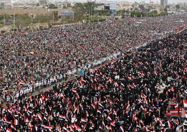Yemen'in başkenti Sana'da, Suudi Arabistan öncülüğündeki askeri müdahale karşıtı gösteri