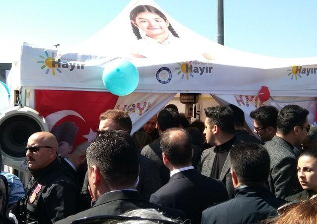Cumhurbaşkanı Recep Tayyip Erdoğan, Sarıyer'de 'Hayır' standına uğradı