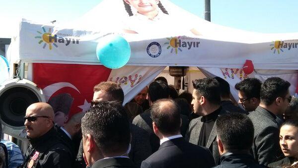 Cumhurbaşkanı Recep Tayyip Erdoğan, Sarıyer'de 'Hayır' standına uğradı - Sputnik Türkiye