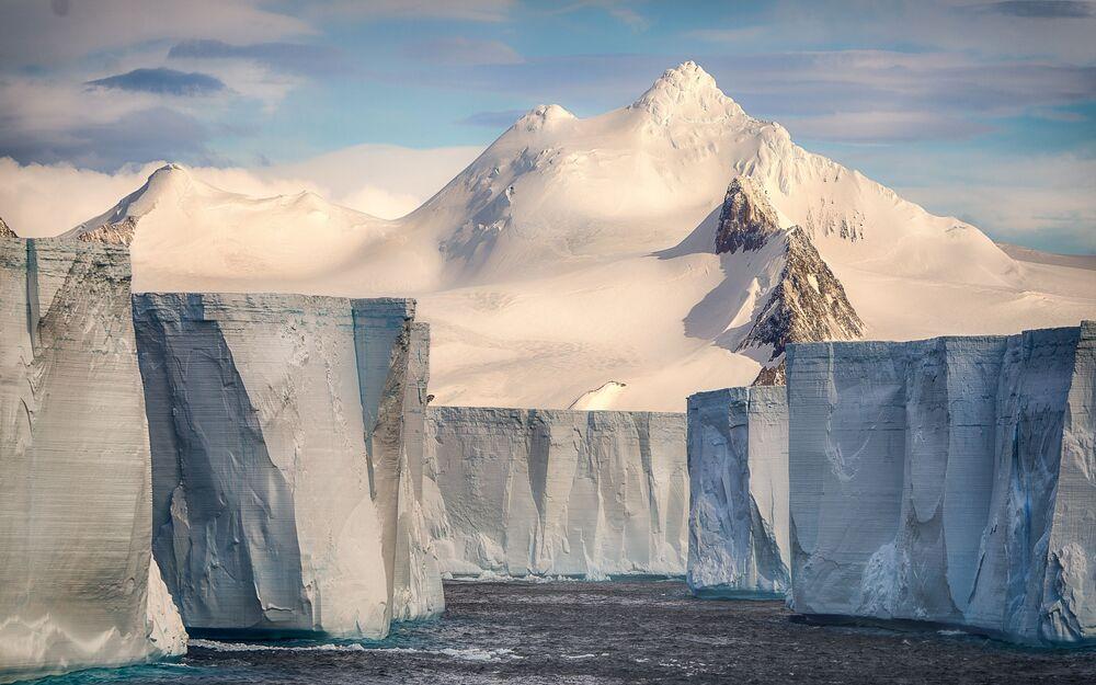 Fransız fotoğrafçı Josselin Cornou'nun 'Tabular Iceberg' adlı çalışması