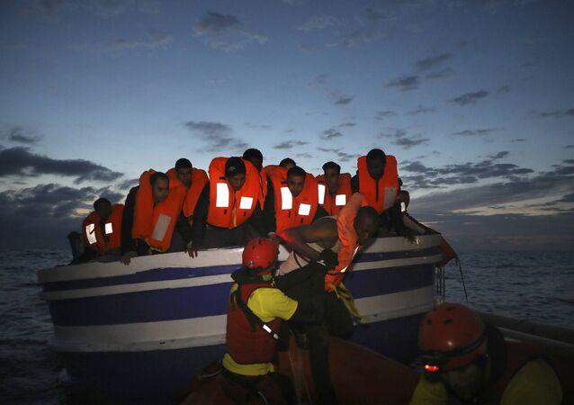 Libya açıklarında batan bottan kurtulan sığınmacı