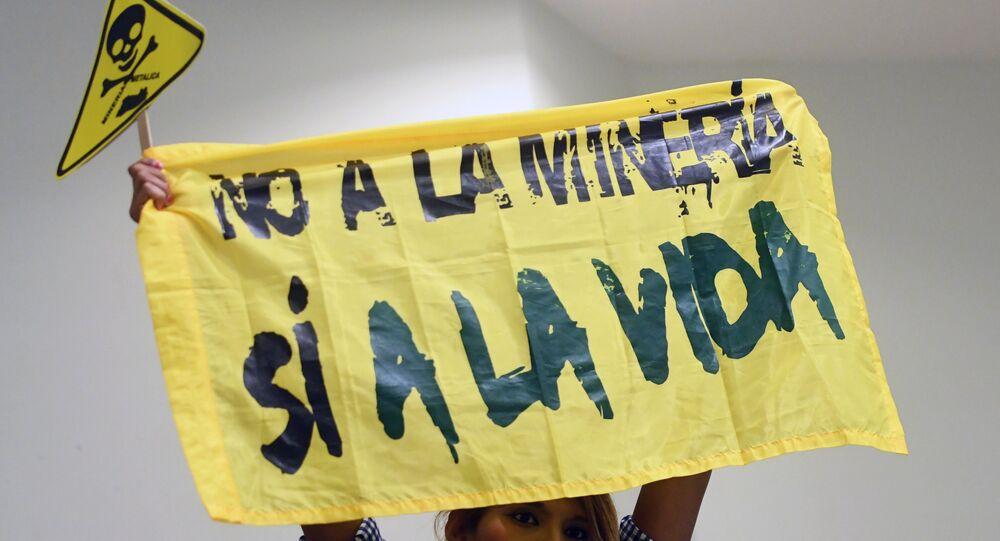 El Salvador'da maden karşıtı bir eylemci
