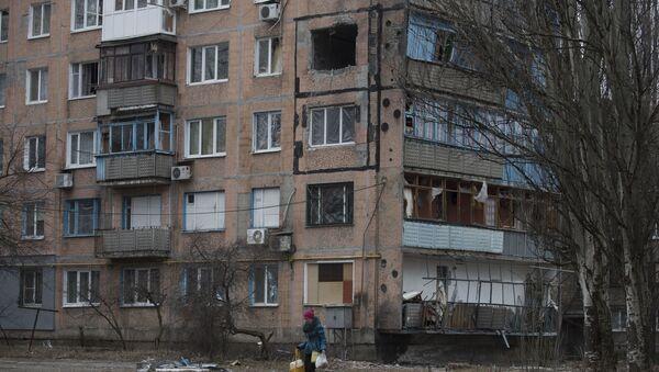 Şiddetli fırtına binanın çatısını uçurdu - Sputnik Türkiye