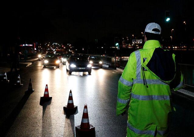 İstanbul polisi, asayiş operasyonu yürütüyor