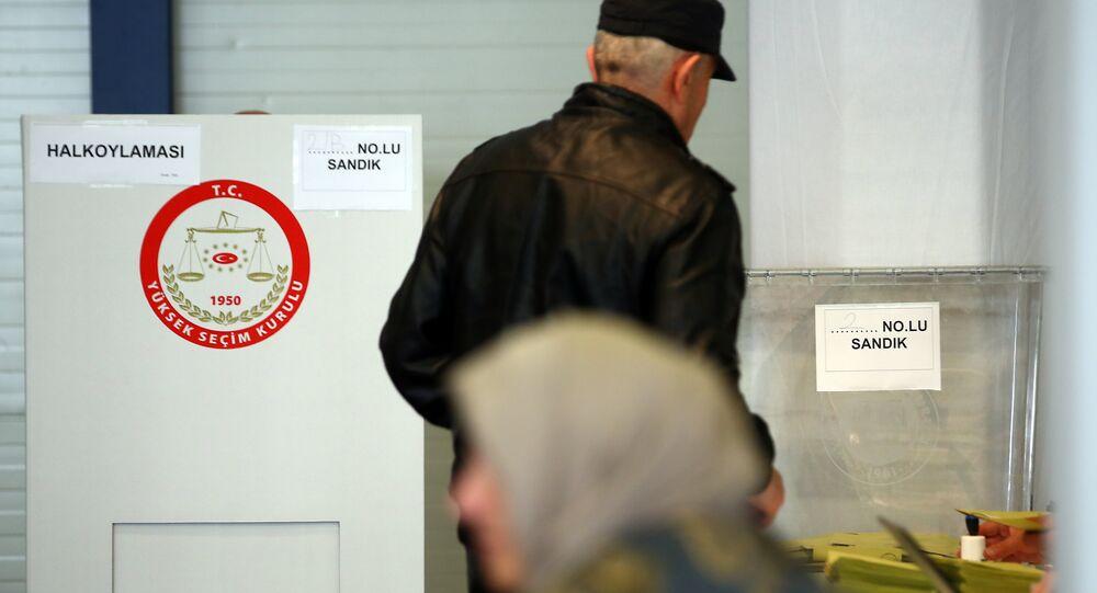 Almanya'daki Türkler anayasa değişikliği referandumunda oy kullandı.