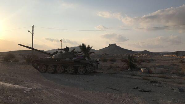 Palmira'da bir Rus T-62 tankı - Sputnik Türkiye