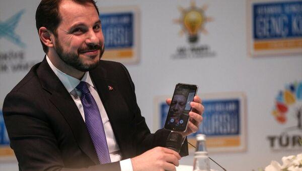 Enerji ve Tabii Kaynaklar Bakanı Berat Albayrak, Cumhurbaşkanı Erdoğan'ı, 'facetime'dan aradı - Sputnik Türkiye